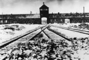 Venci na spomenik žrtvama Holokausta
