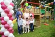 MK Group poklonila dečije igralište mališanima