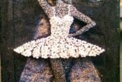 Dama sa čekićem i ekserima koji plešu