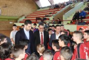 Ministar omladine i sporta Vanja Udovičić poklonio sportsku opremu lokalnim klubovima u Novom Bečeju