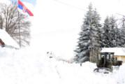 Vojska probija snežne nanose u Crnoj Travi, pročišćen put do Mlačišta