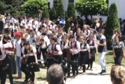 Prizren: 500 dece u kolu oko manastira