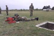 Devojka iz Gunaroša naučila srpski jezik i s ponosom nosi srpsku vojnu uniformu