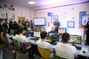 """Školi za dizajn """"Bogdan Šuput"""" nova kompjuterska oprema od kompanije NIS"""